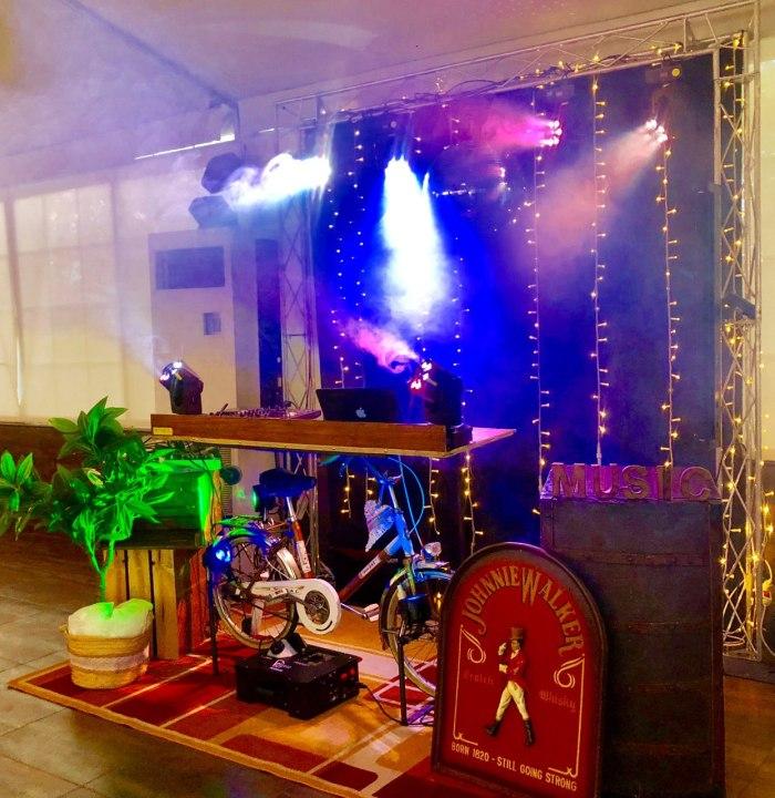 Cabina de DJ bicicleta para boda en Alicante