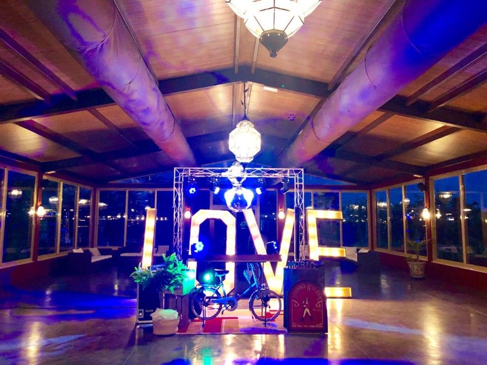 Letras love y cabina de dj para bodas en Torreta de bayona mutxamel